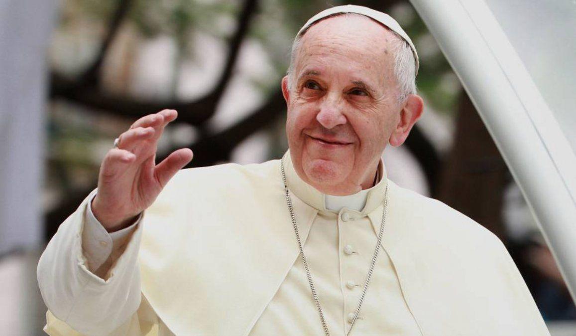 El Papa sostuvo que la Iglesia tiene que estar con los pobres y débiles, no con los ricos y fuertes