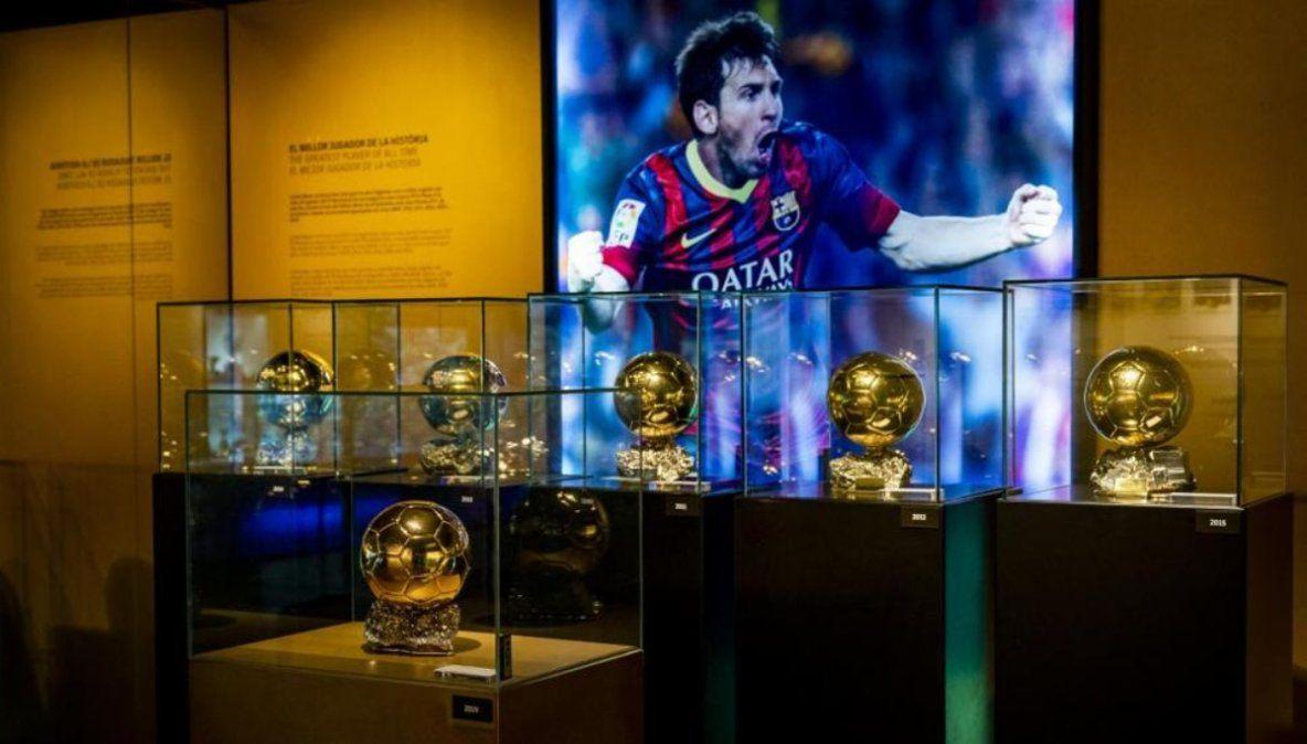 El sexto Balón de Oro de Messi ya luce en el museo del Barcelona