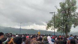 indignante, se arrojaron vasos y envases durante el simulacro en ciudad cultural