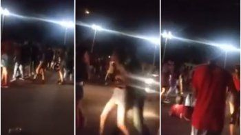 Jóvenes a las patadas tras un baile pre carnaval