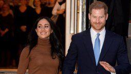 el principe harry llego a canada tras retirarse de la familia real