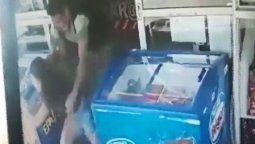 intento abusar de una joven y quedo escrachado por las camaras de seguridad