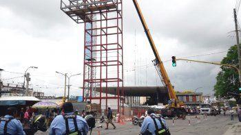 Arrancaron los cortes de tránsito por el montaje del ascensor urbano