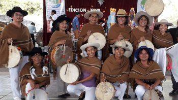 24 copleras partieron a Cosquín para representar a Jujuy