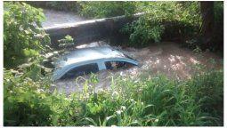 accidente fatal: una joven murio ahogada tras volcar un vehiculo en un canal