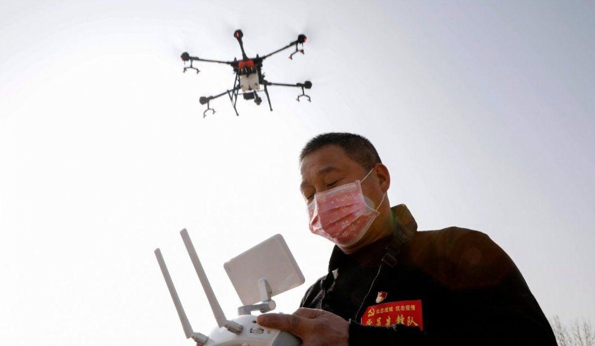 China usa drones para asegurarse de que al gente use barbijo