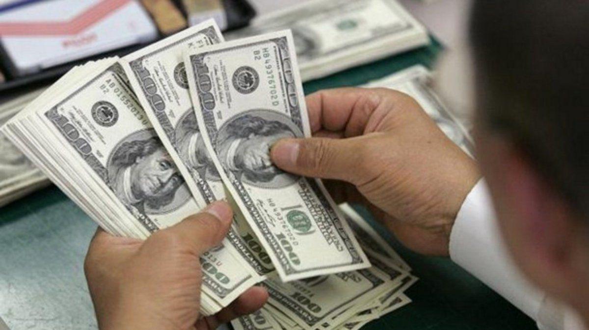 El dólar solidario sigue subiendo, cerró a $82,71