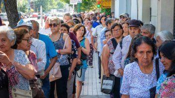 Presentaron el primer amparo judicial contra el aumento para los jubilados