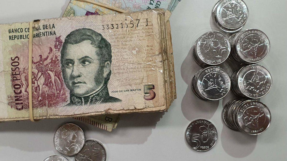 Piden prorroga de los billetes de $5 porque las monedas no aparecen