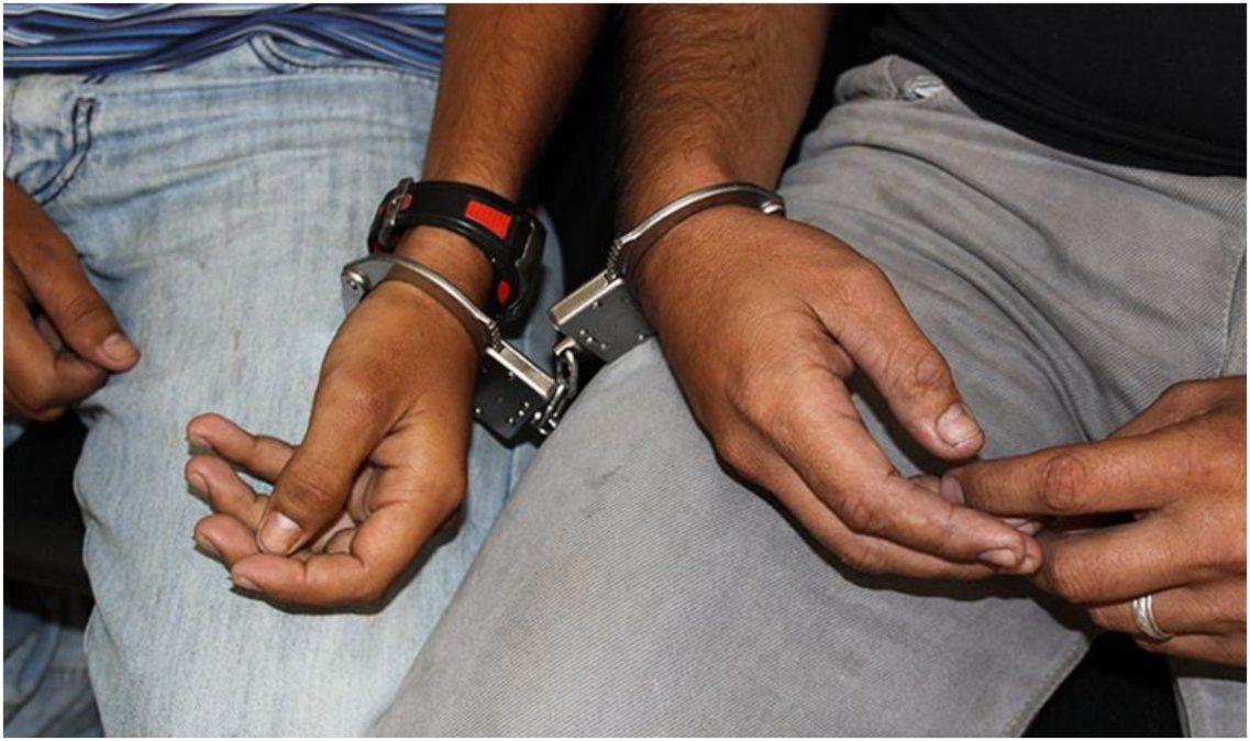 Dos detenidos con marihuana y un arma blanca en Alto Comedero