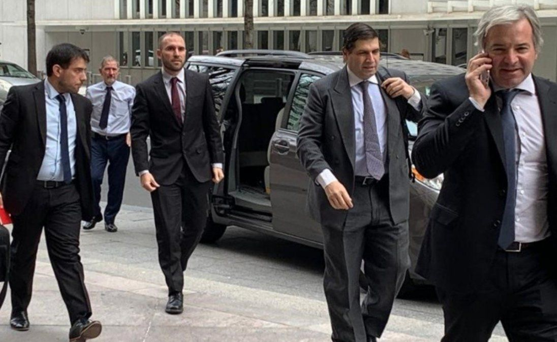 Guzmán con técnicos del FMI: Es un momento crítico previo a una oferta de canje de deuda