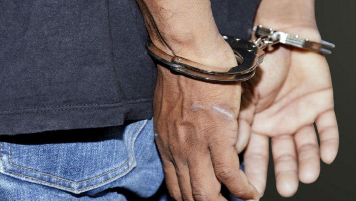 Era buscado por violencia de género y agredió con un arma blanca al policía que lo identificó