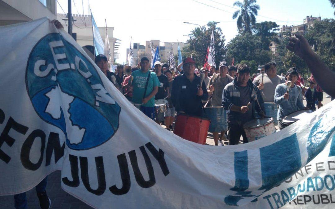 El SEOM marchó por calle Belgrano contra el tarifazo