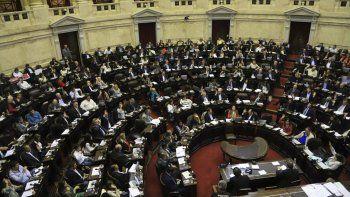 Diputados de la oposición pedirán que todos los políticos se bajen el sueldo por la pandemia
