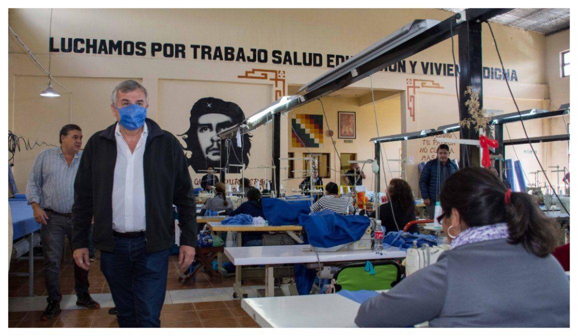 La cooperativa textil Tupac Amaru confecciona barbijos