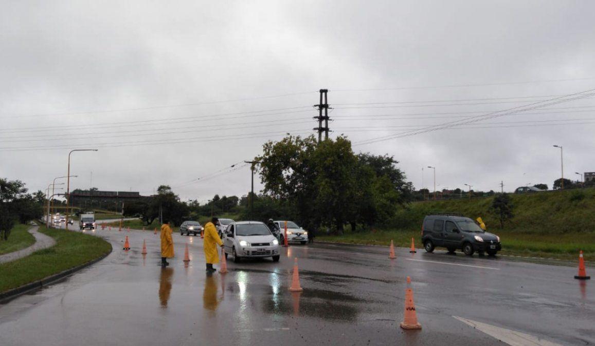 Lluvias y controles generaron una merma de vehículos en el acceso sur