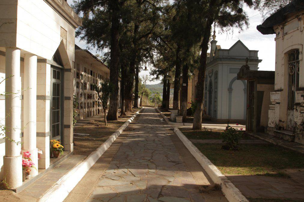 Habilitan los cementerios para el régimen de visitas