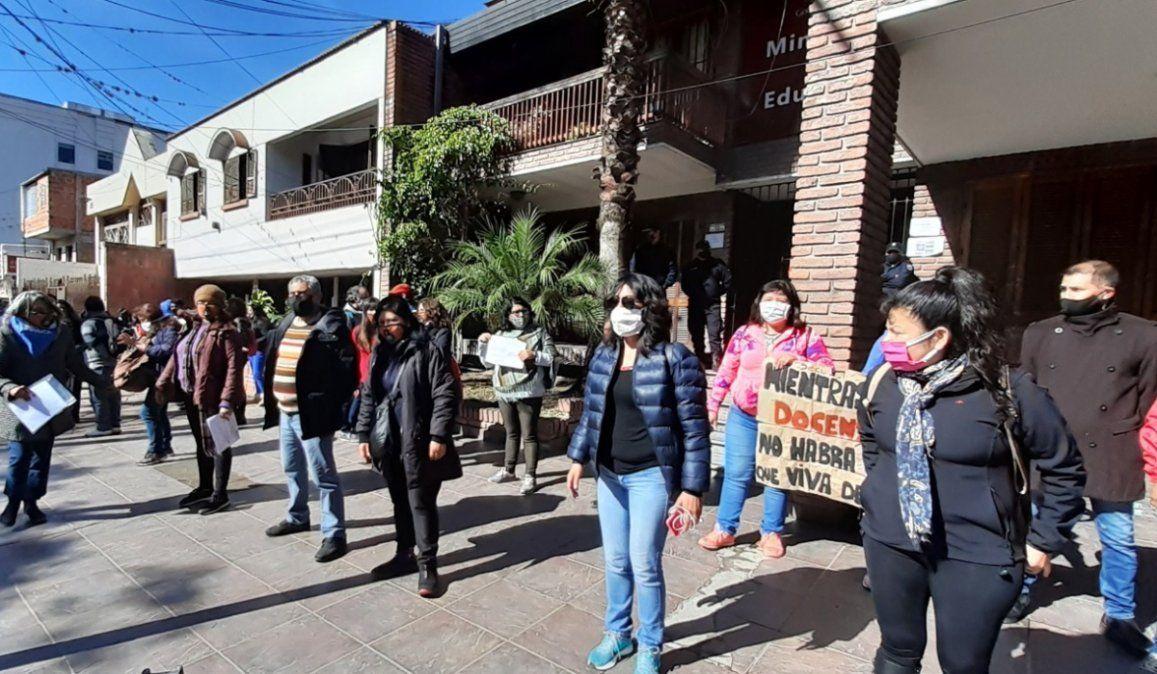 Docentes vuelven a movilizar en contra del plan para la vuelta a las aulas