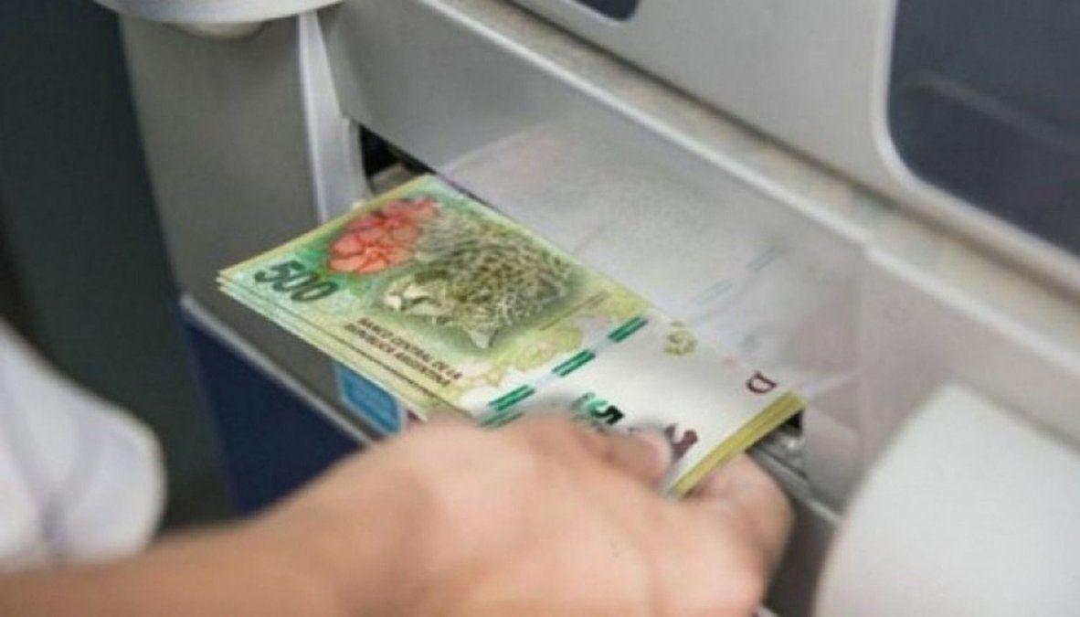 Oficializaron el pago del aguinaldo en cuotas para los empleados estatales nacionales