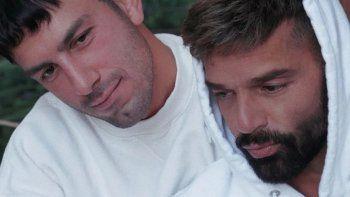 La producción de fotos de Ricky Martin con su familia entera