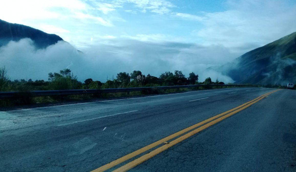 Precaución por neblina en Bárcena, siguen las restricciones para circular en diferentes zonas