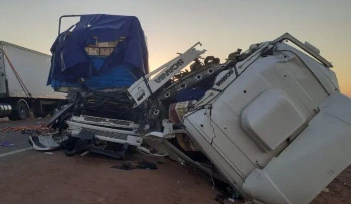 Camionero jujeño chocó contra otro transportista en San Juan