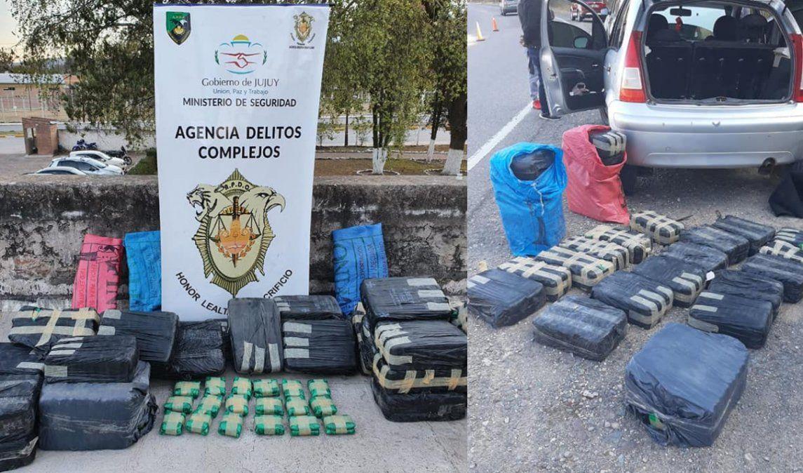 Dos imputados trasladando 120 kilos de hojas de coca en un auto