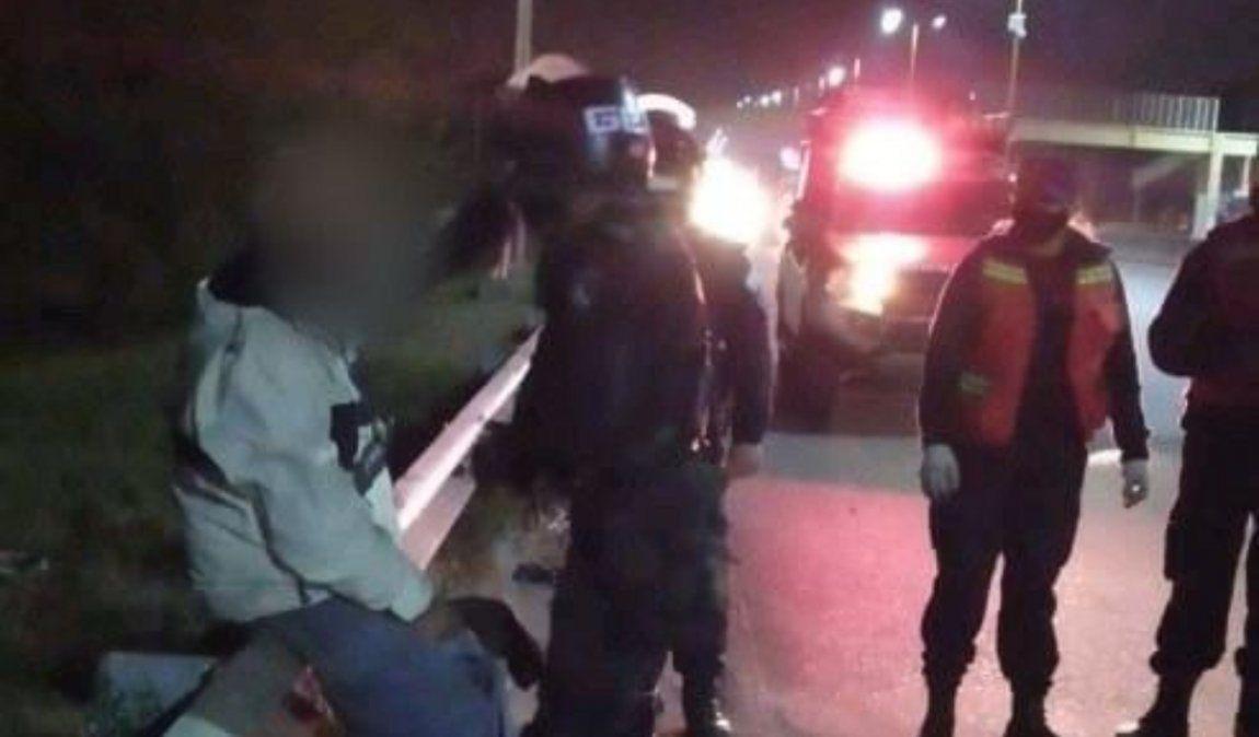 Un hombre intentó quitarse la vida al intentar arrojarse a la Av. Savio