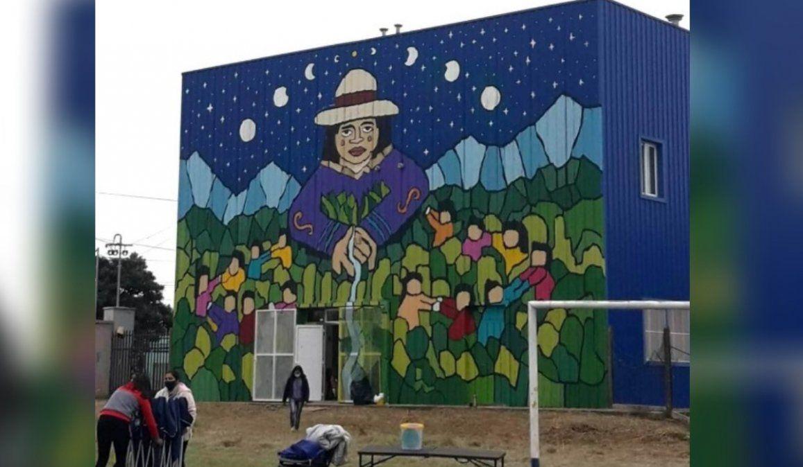Con un festival al aire libre, inauguran enorme mural en Alto Comedero