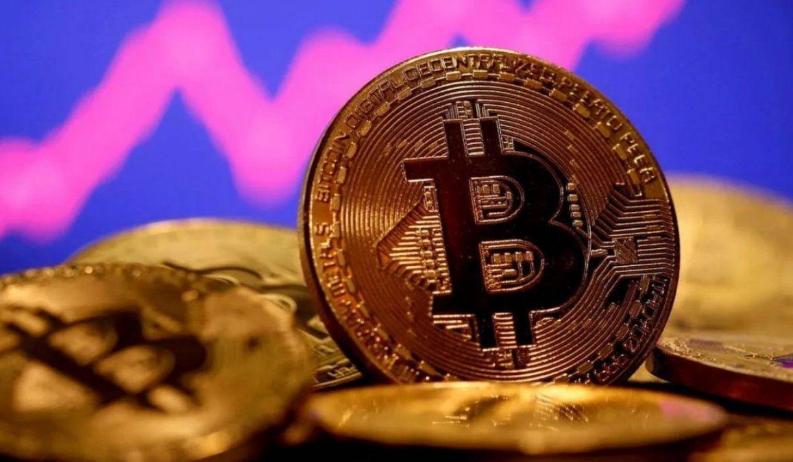 Bitcoin se desploma y cae por debajo de los US$ 32.000