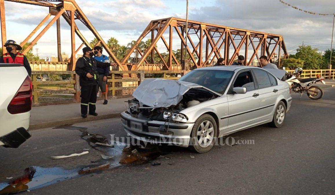 Fuerte choque en el Puente Tucumán