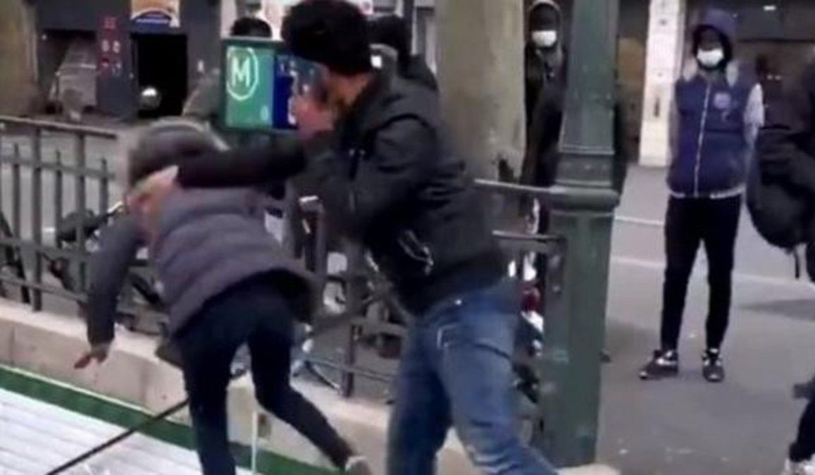 Un hombre que empujó a una mujer por las escaleras del metro fue expulsado de Francia