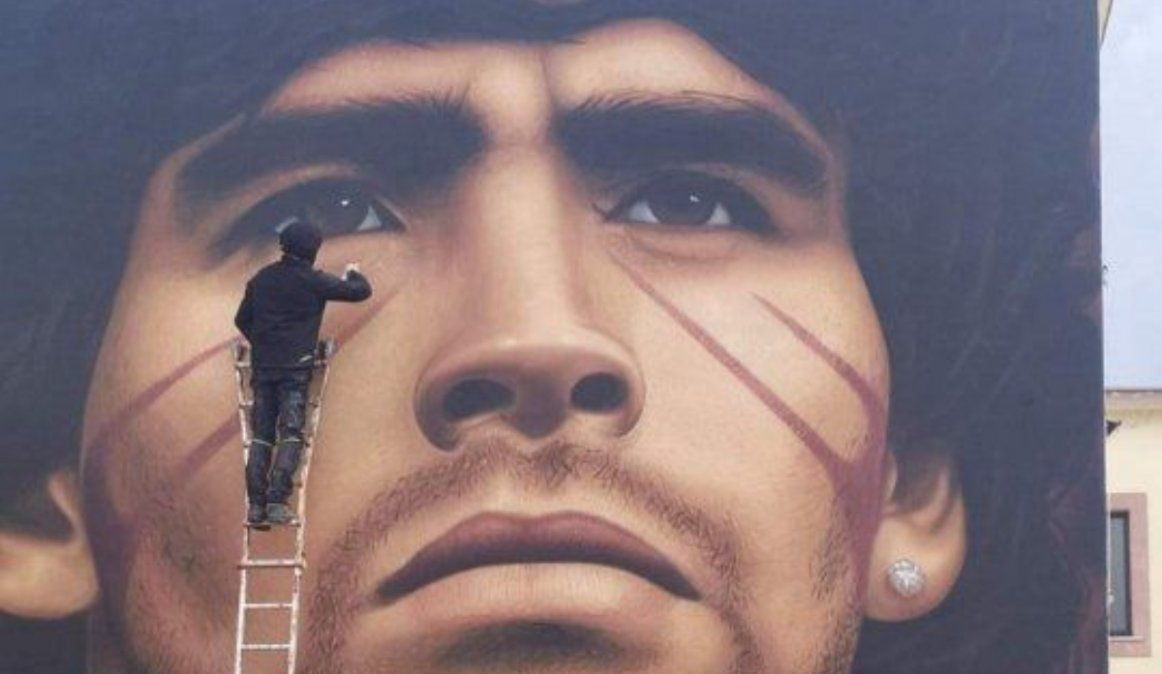 Otro tremendo mural para Maradona en Italia