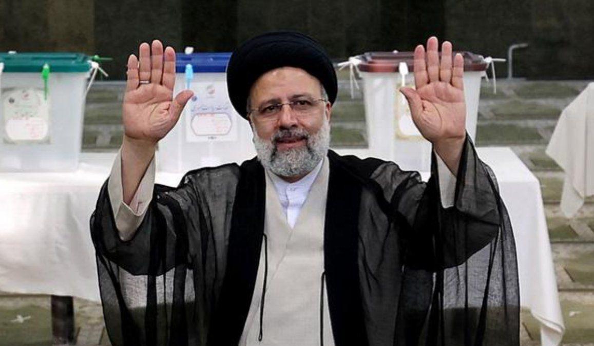 El clérigo Ebrahim Raisí fue elegido presidente con el 62% de los votos