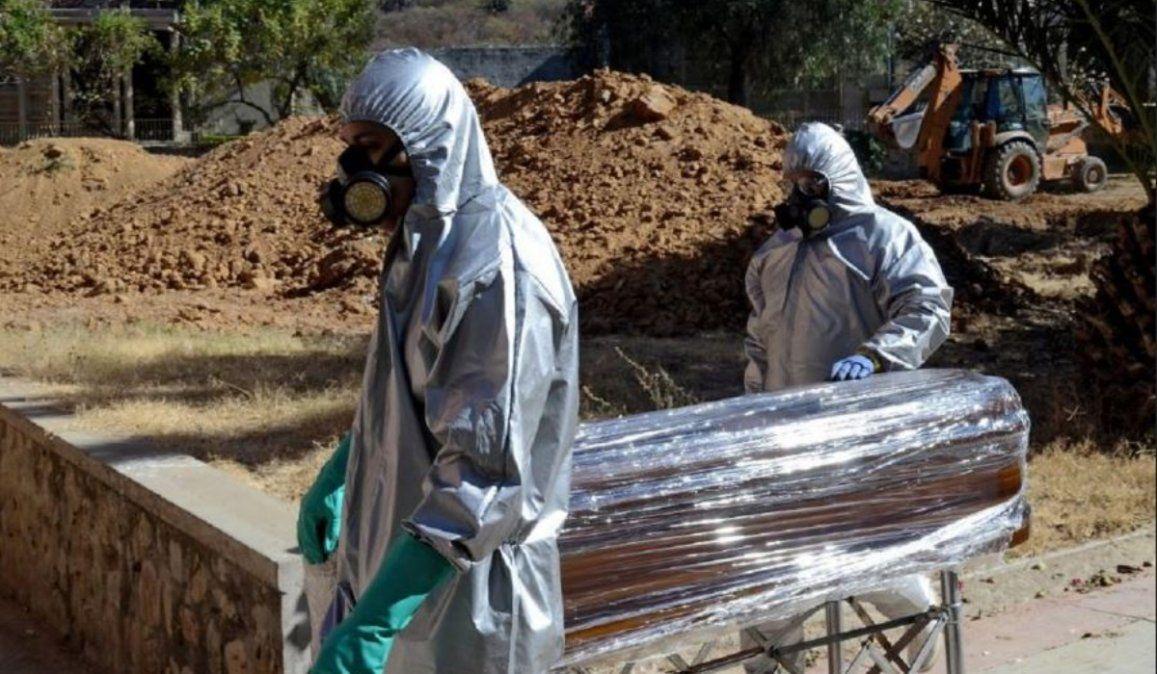 Con cementerios colapsados, los muertos se amontonan en las casas de Bolivia