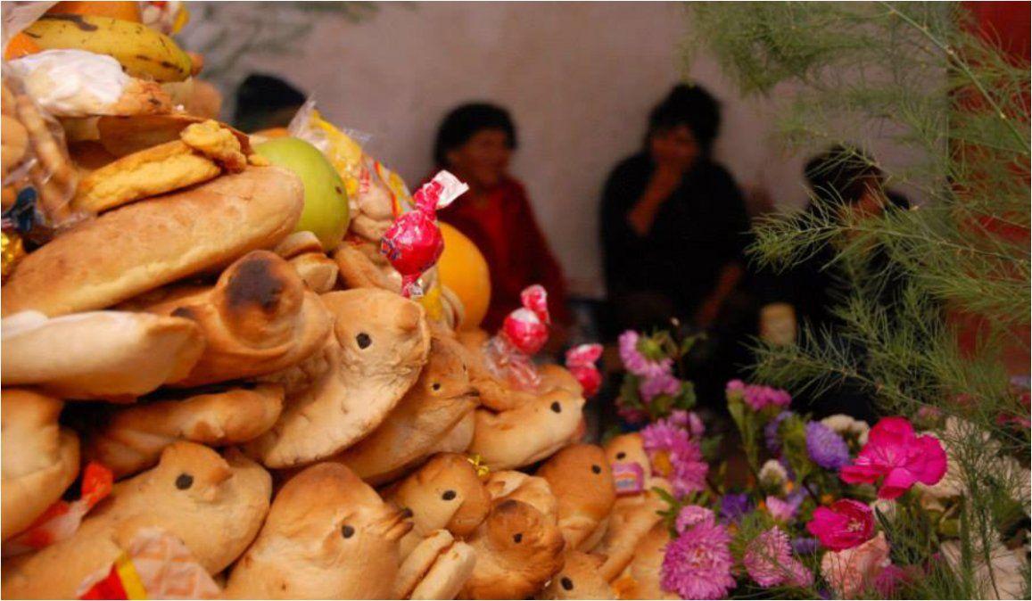 Mesa de ofrendas: Costumbres en el Día de Todos los Santos y de los Fieles Difuntos