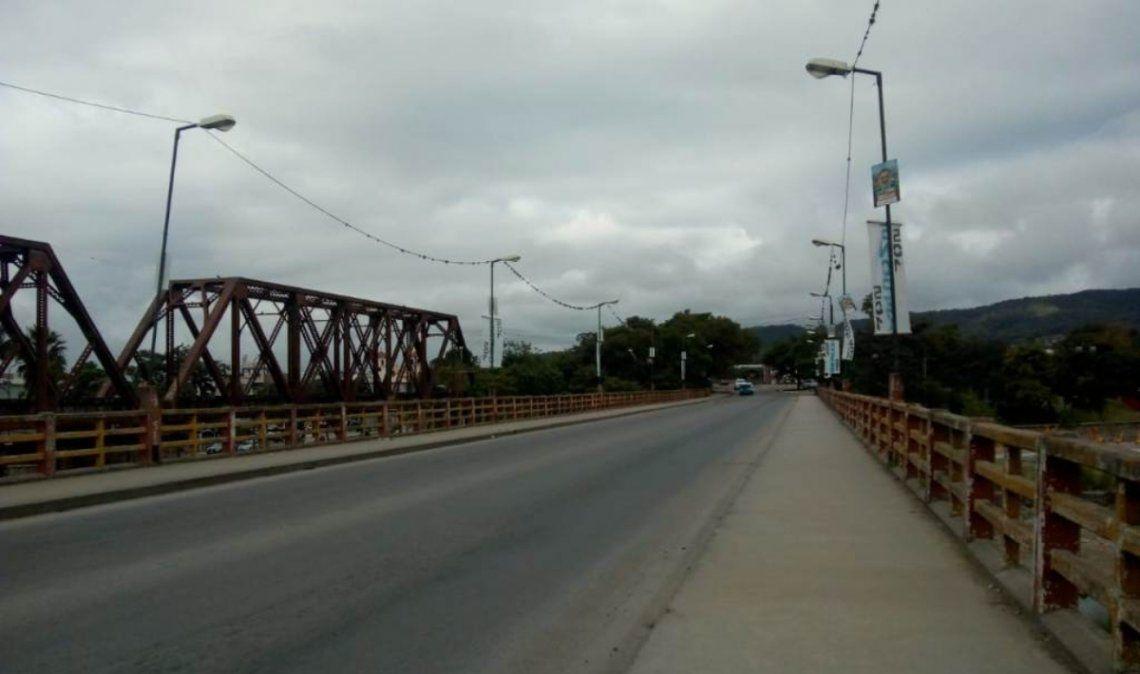 Un hombre quiso arrojarse del Puente Tucumán