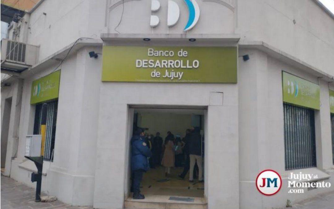 En medio de fuertes críticas, se aprobó la ley de retiro voluntario para el personal del Banco de Desarrollo