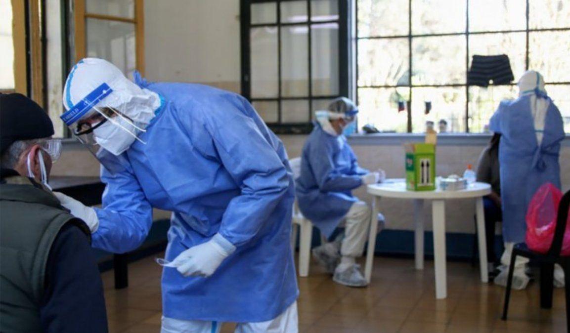Confirmaron 10.561 casos nuevos y Argentina queda al borde del millón de contagios