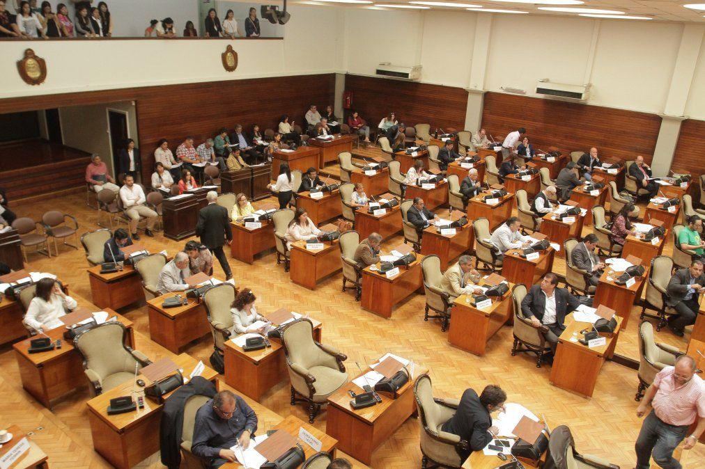 Ingresaron dos nuevos pedidos de deuda a la Legislatura