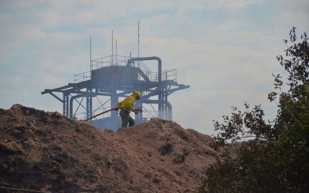 Tras 16 horas, los bomberos extinguieron el fuego en el ingenio