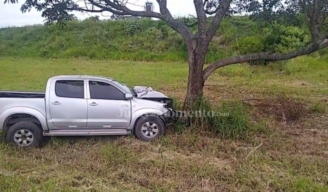 Un muerto tras el choque de una camioneta con un árbol