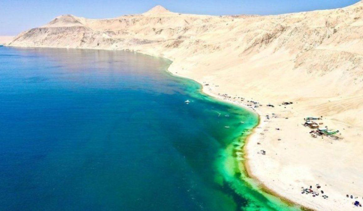 La playa en Chile de arena blanca, aguas turquesa y ¡sin olas!