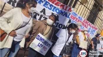 Enfermeras encadenadas en otra protesta del personal de salud