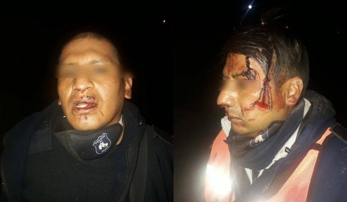 Una patota atacó a dos efectivos policiales y les robaron un arma reglamentaria