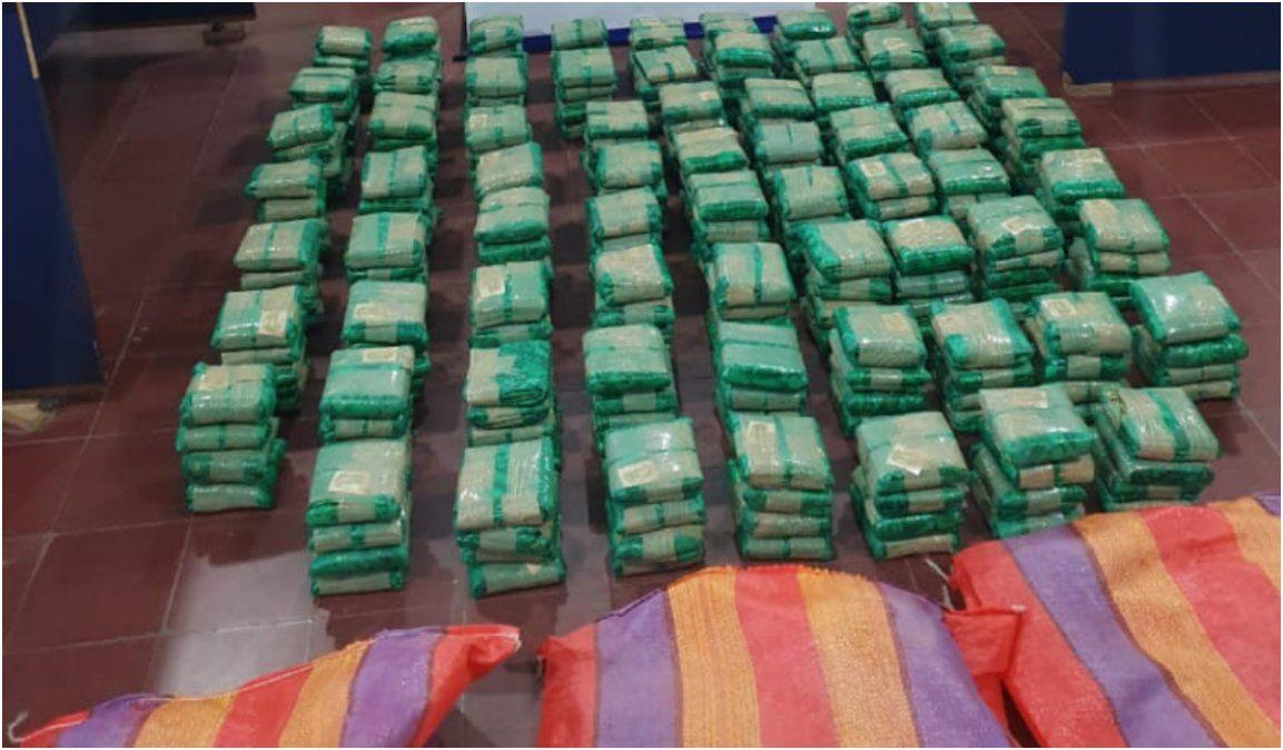 Vieron un control policial y dejaron 57kilos de hojas de coca