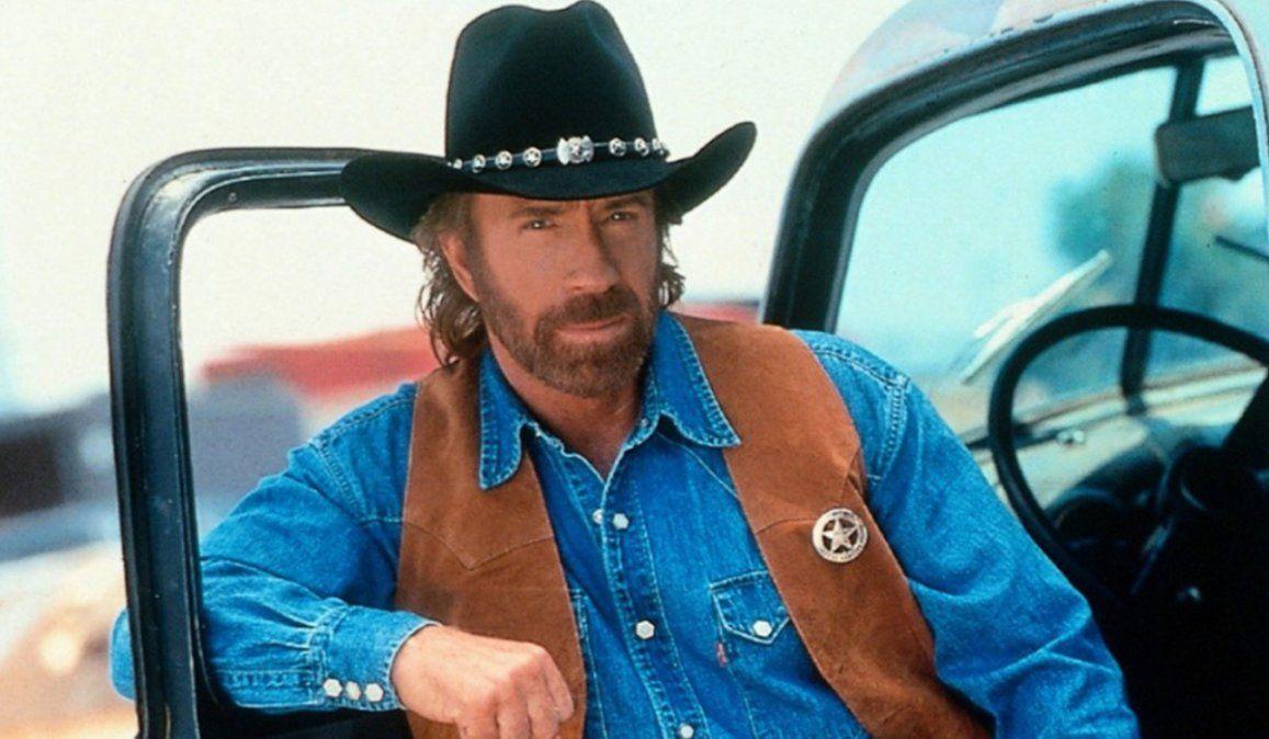 Un hombre muy parecido a Chuck Norris es visto en el asalto al Capitolio y el actor tiene que salir a desmentir que era él
