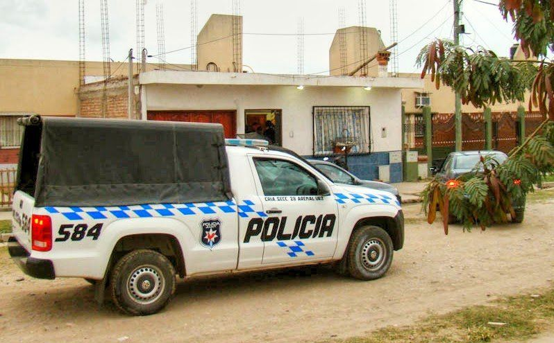 Policía vendía autorizaciones truchas para vender alcohol