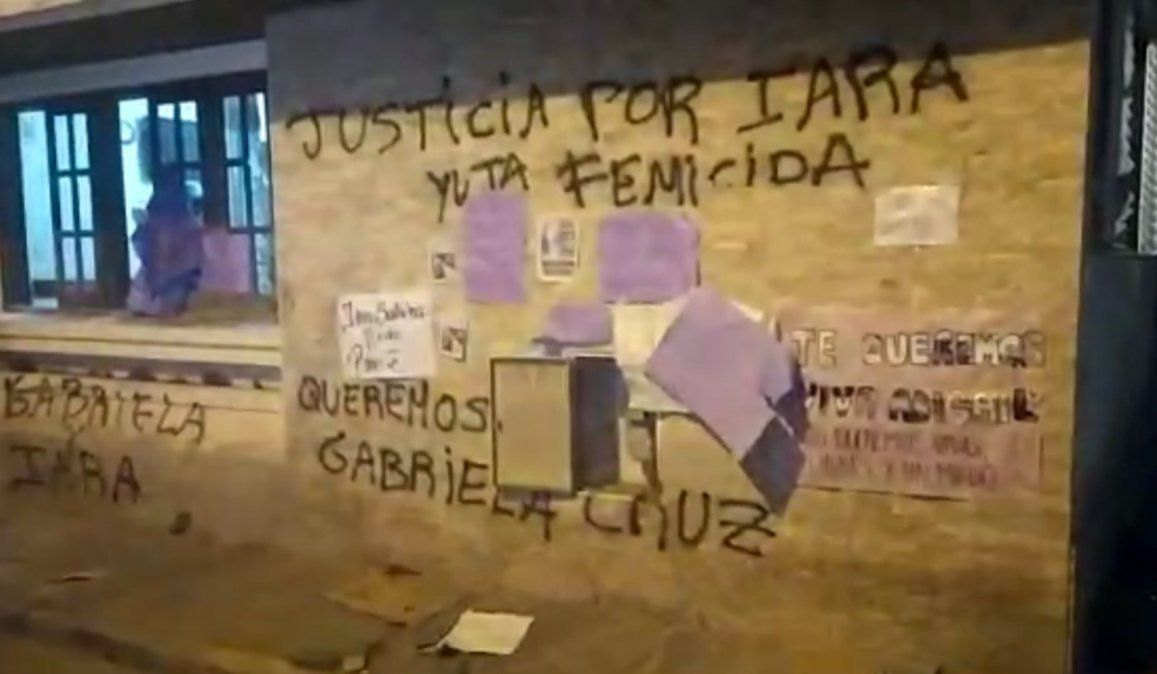 Manifestantes apedrearon la Brigada de Investigaciones de Palpalá