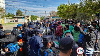 Perico: Violento cruce entre la policía y manifestantes